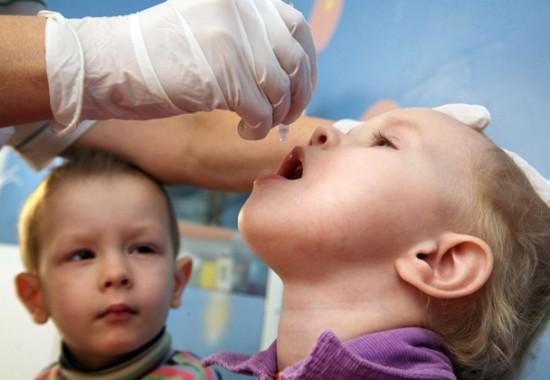 вакцинація проти поліомієліту