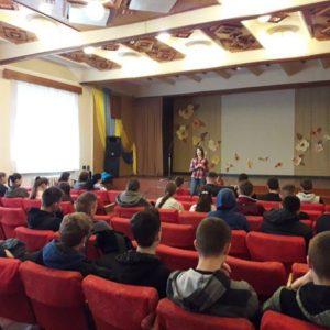 """Лекція на тему """"Кір. Як захиститися"""" для учнів в Івано-Франківську"""